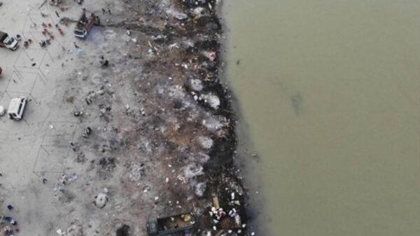 Aparecen más víctimas de Covid-19 en río Ganges de India