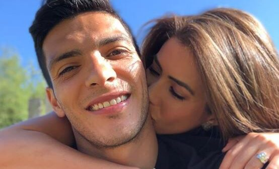 Pareja de Raúl Jiménez pensó que el futbolista había muerto