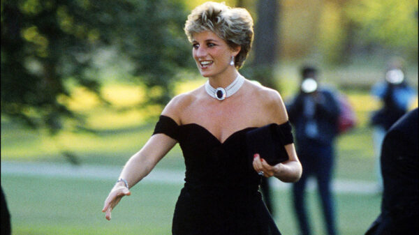 En un inusual comunicado, el príncipe Guillermo de Inglaterra, acusó a la BBC de provocar la caída de su madre, la princesa Diana