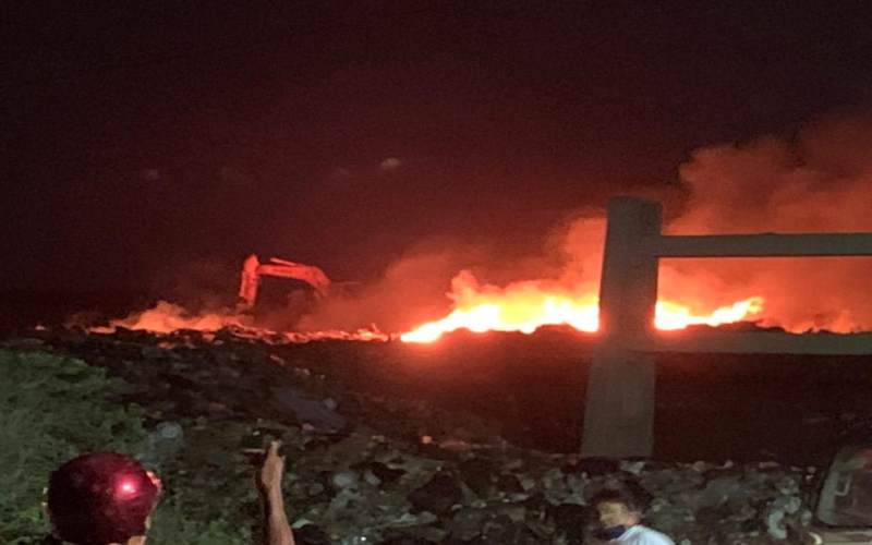 Alto índice de basura en Isla Mujeres, resultado del incendio en la zona de transferencia; la situación fue controlada luego de una hora.