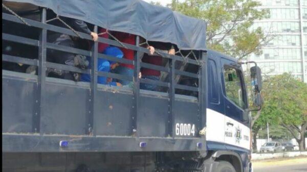 Detienen a 95 normalistas que protestaban en Chiapas