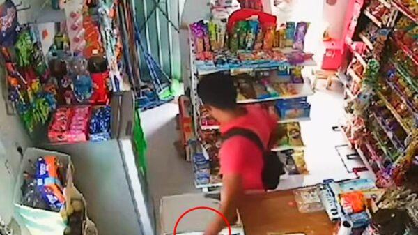 Yucatán: Abuelita pretendía ayudar a un vendedor, sin embargo este le roba el celular
