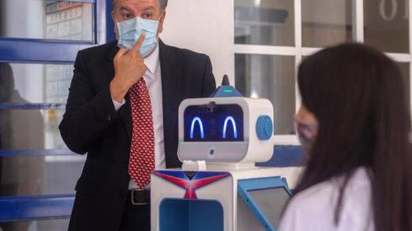 """Algunos planteles educativos de Querétaro contarán con un robot llamado """"Benebot"""", que es capaz de detectar el Covid-19"""