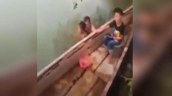 En redes sociales circula el caso de un hombre que se bañaba en un río desnudo con una niña de siete años, quien aseguró era su hija