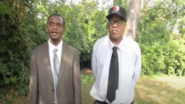 Dos hermanos afroamericanos, perdieron 30 años de su vida encarcelados acusados por un crimen que no cometieron