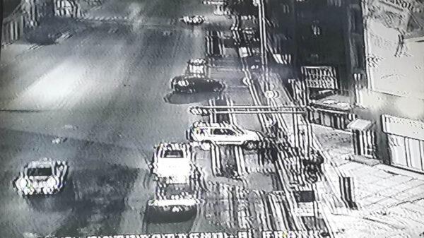 Policías roban y agreden a joven tras accidente
