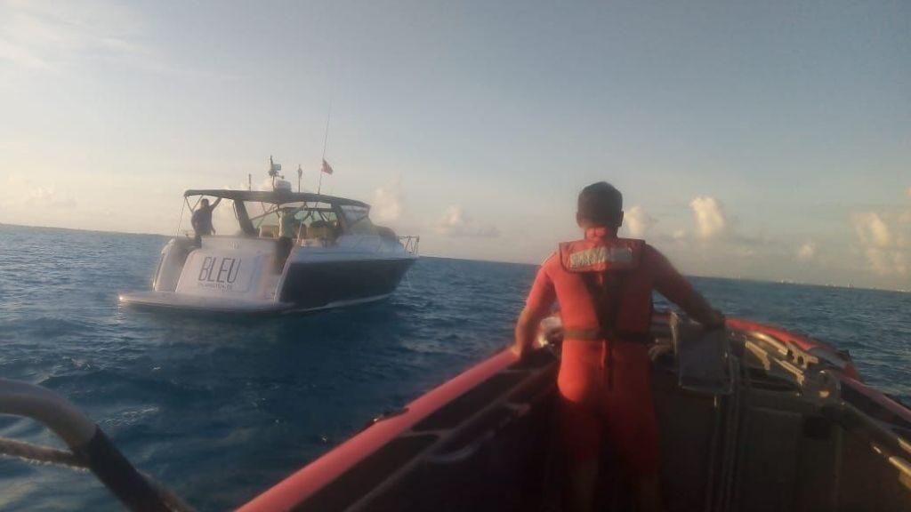 Rescata la marina a yate con 6 tripulantes en Isla Mujeres.