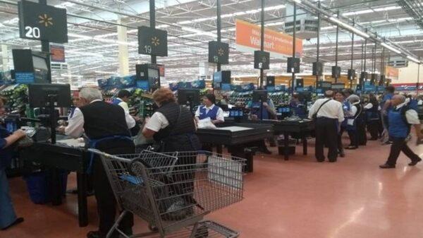Walmart dice adiós a los 'cerillitos' de la tercera edad.