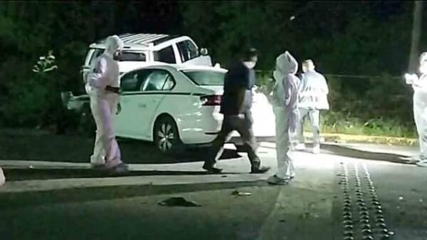 Fallecen tres personas en un accidente automovilístico en Playa del Carmen.
