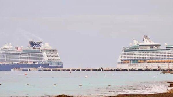 Reciben dos cruceros simultáneamente en la isla de Cozumel (VIDEO).