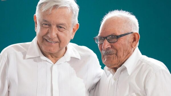 El presidente Andrés Manuel López Obrador felicita a los papás en su día.