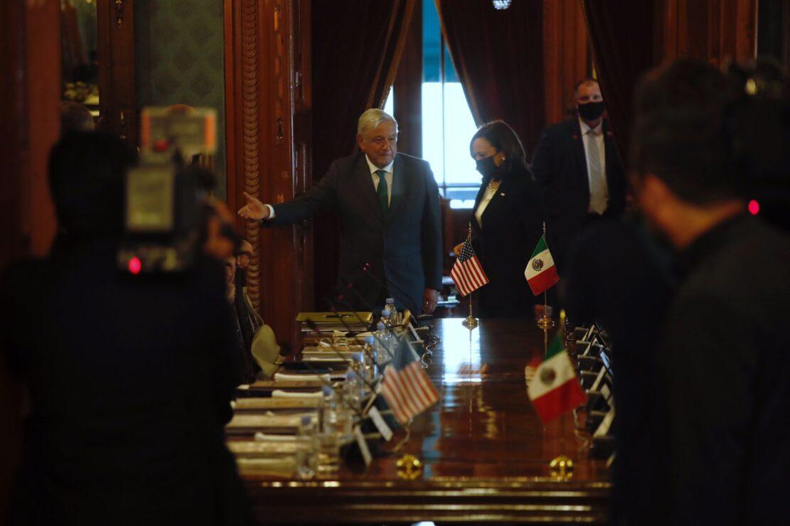La portavoz de Kamala Harris dijo que no se refería a México cuando resaltó la importancia de que las autoridades dejen a las organizaciones civiles hacer su trabajo sin obstáculos.
