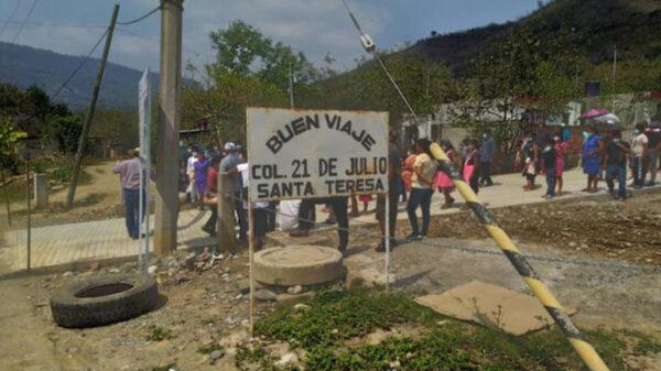 En Hidalgo, camioneta se queda sin frenos y lesiona a 13 personas