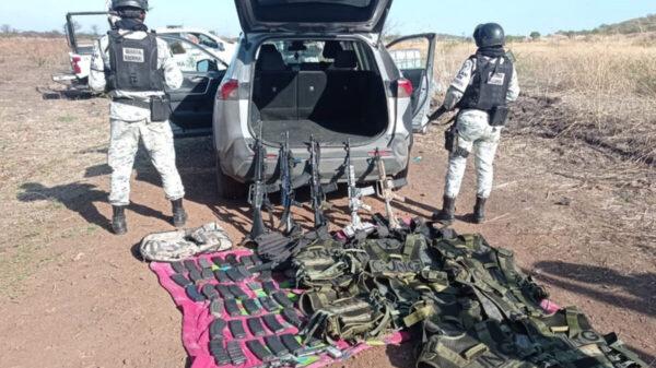 Decomisan militares arsenal en Michoacán; 6 detenidos