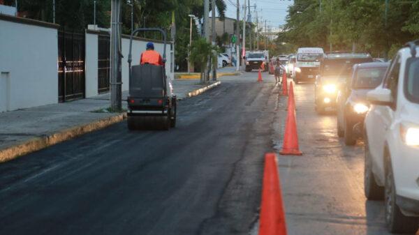 Realiza ayuntamiento bacheo en calles de Cancún