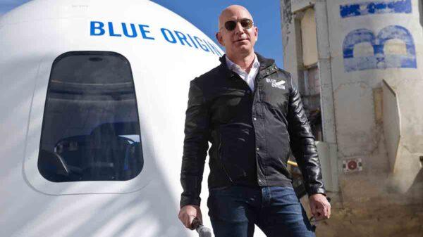 Que se quede en el espacio! firman petición para dejar al magnate de Amazon en órbita