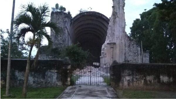 Colapsa fachada de la histórica iglesia de Tihosuco.