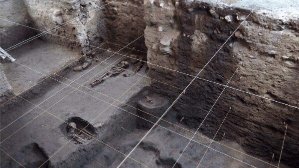 Descubren en Xochimilco 17 entierros prehispánicos.