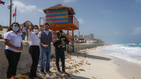 Supervisan autoridades de Cancún afectaciones por mal clima en Playa Delfines