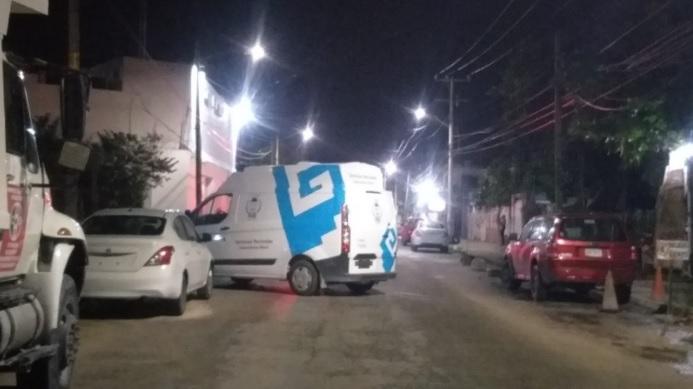 Atacan a balazos la Fiscalía contra Narcomenudeo en Cancún; disparan a vehículo y oficinas sin reporte de heridos.
