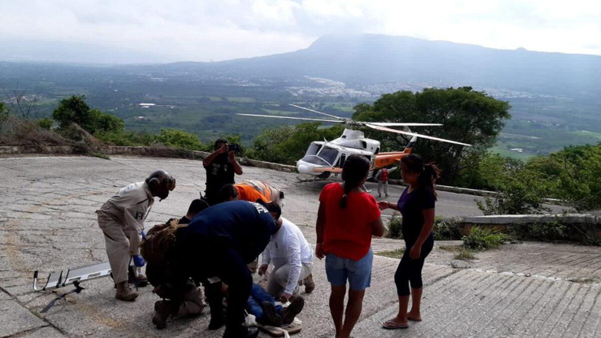 Cae combi de transporte público en un barranco y deja 23 heridos, en Chiapas