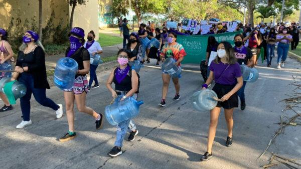 """Marchan mujeres en Chetumal para exigir justicia por joven """"ahogada"""""""