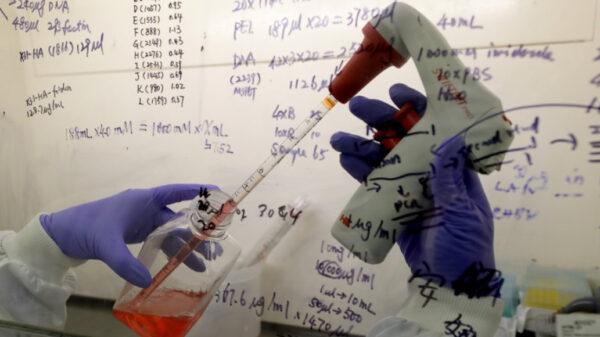 Acelera EU desarrollo de píldoras anti Covid-19