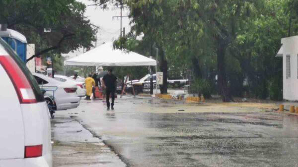 Pese a suspensión de jornada en Cancún, adultos mayores acuden a vacunarse