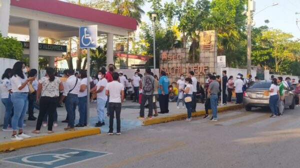 Madrugan votantes en Cozumel.