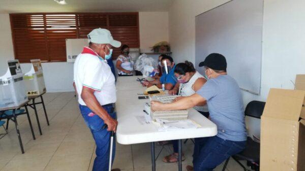 En Kantunilkín ciudadanos ya emiten sus votos.