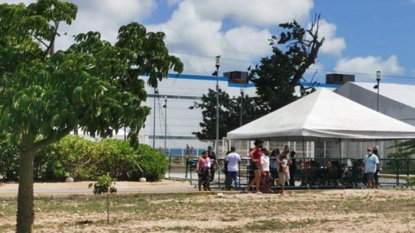 Baja afluencia en la reanudación de la jornada de vacunación anticovid en Cancún.