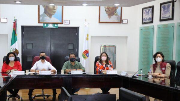 Dirigentes de Morena y PT ven 'excesiva' la iniciativa de reelección de diputados.