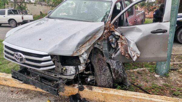 Aparatoso accidente de tránsito en la avenida Costa Maya de Cancún.