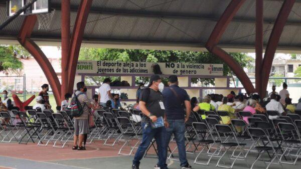 En Cancún aplican vacunas anticovid a rezagados de 40 a 60 años.