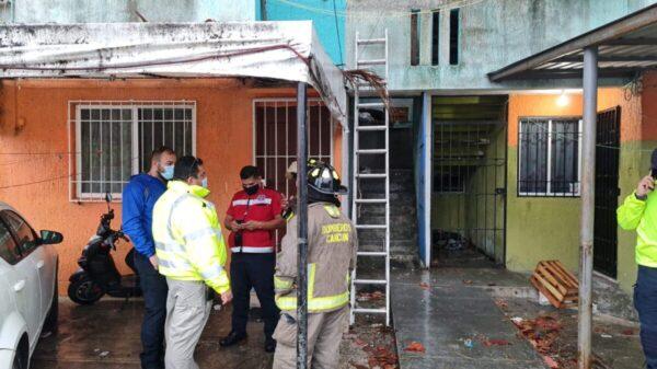 Cancún: Colapsan escaleras en un edificio de Corales (VIDEO).