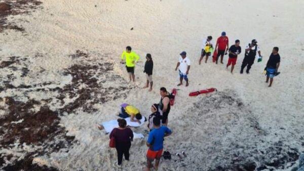 Recala cuerpo de adolescente ahogado en playa Gaviotas Azul de Cancún (VIDEO).