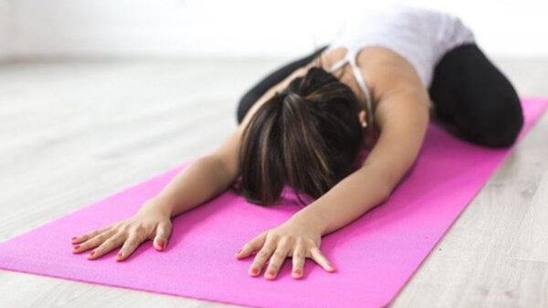 ¿Estrés por la pandemia? La práctica de yoga puede ayudar a relajarte