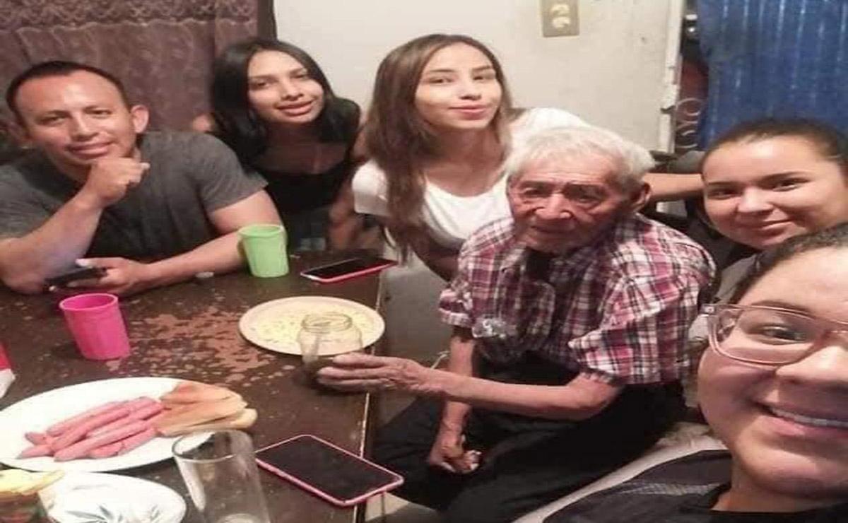 Un abuelito de 108 años que vivía bajo el árbol de un parque fue adoptado por la familia de Benita Dearz, el acto de esta mujer se viraliza.