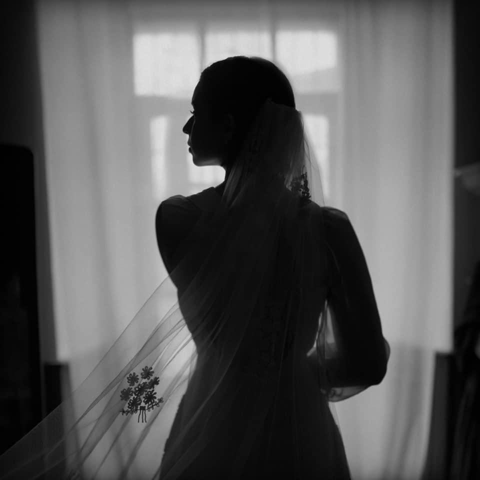 Impacta Ángela Aguilar con vestido de novia ¿Se casa? ¿Está embarazada?