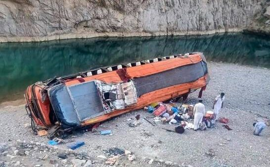 Al menos 20 muertos y 50 heridos en un accidente de autobús en Pakistán.