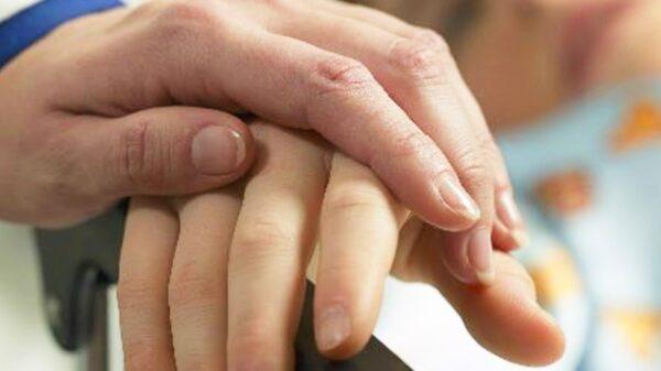 Esto es la artritis idiopática juvenil y así es como afecta a quienes la padecen