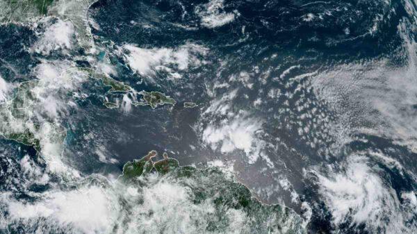 Zona de baja presión con 80% de probabilidades de convertirse en huracán se dirige a Quintana Roo