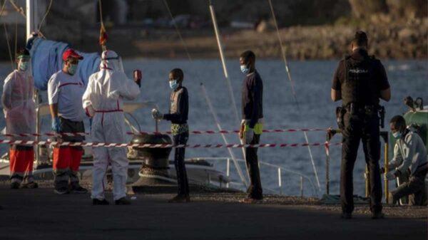 Barco con migrantes se hunde frente a las Islas Canarias