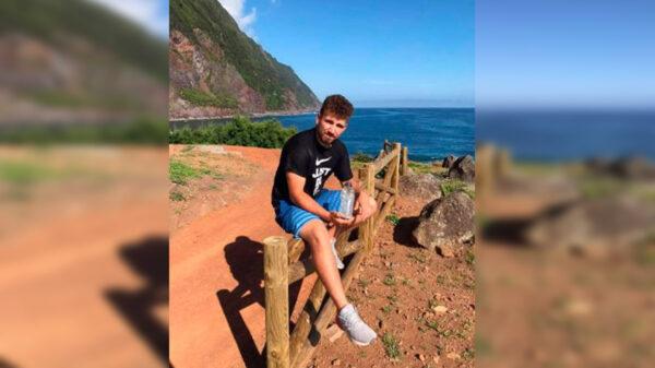 Mientras paseaba por la isla Azores, un joven de 17 años de nombre Christian Santos, encontró una botella que contenía un mensaje oculto