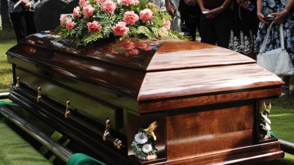 El anuncio en un diario local de España se viraliza, debido al extraño que resulta la publicación, pues se trata de los lineamientos para asistir a un funeral