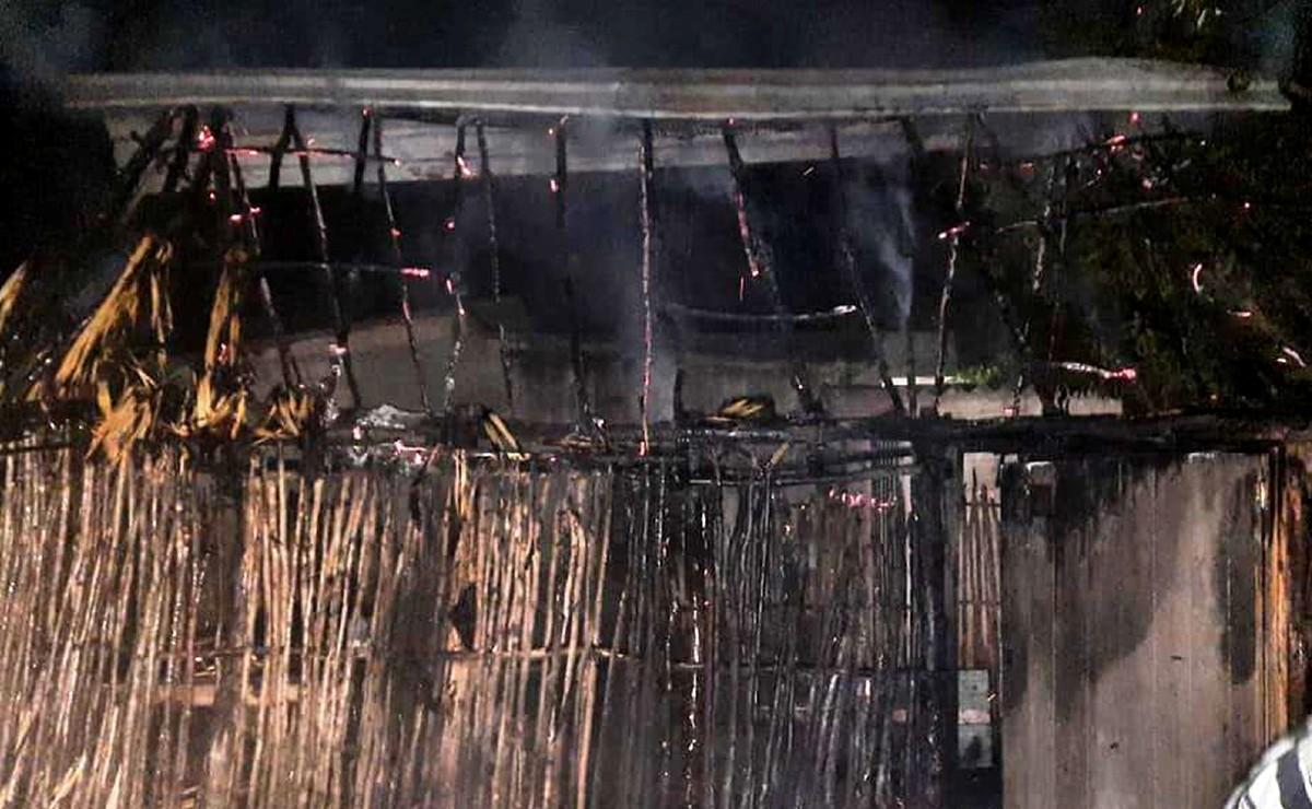 """Abuelito ciego, es salvado de morir quemado tras incendiarse su vivienda; """"pudo ser provocado"""""""