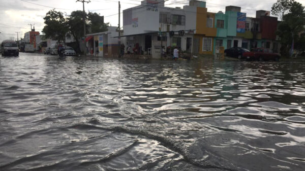 Sorprende estrepitosa lluvia a cancunenses
