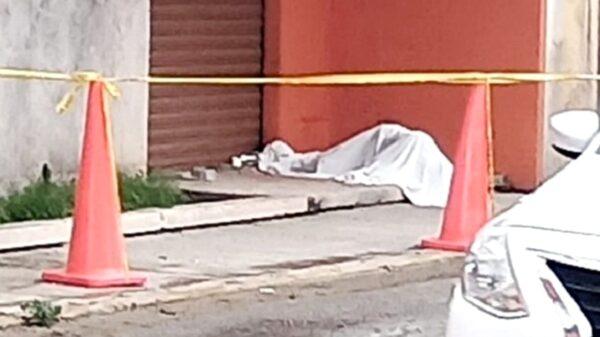 Hallan el cuerpo sin vida de un hombre sobre las calles del Centro de Mérida