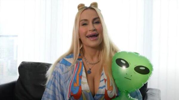 La historia de Abbie Bella, se populariza en redes sociales, ya que esta mujer asegura haber sido abducida por aliens