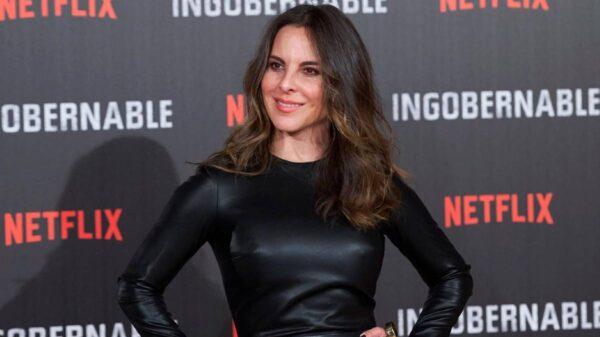 Kate del Castillo a sus 48 años deslumbra redes con foto en bikini color neón